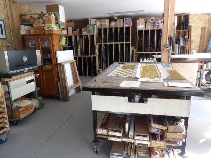 Vue générale de l'atelier de vitrail à Honfleur